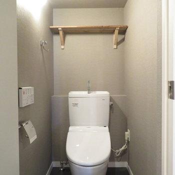 トイレはもちろん温水便座付き!