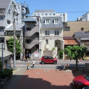 寺町通りから一本横の通りが眺望です。それなりに人は歩いていますよ