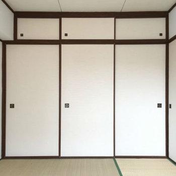 和室にはやっぱり押入れが似合いますね。※写真は別室です。