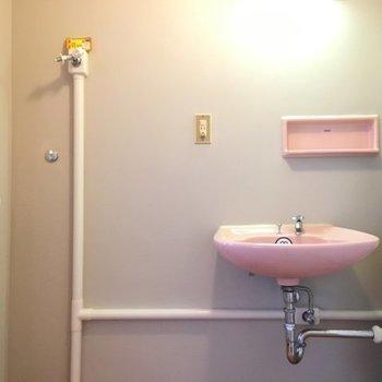 洗面は桜色♡ ※写真は別室です。