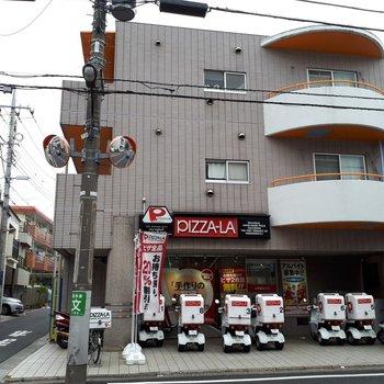 1階にピザ屋さん