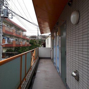 右手奥のお部屋が201号室です