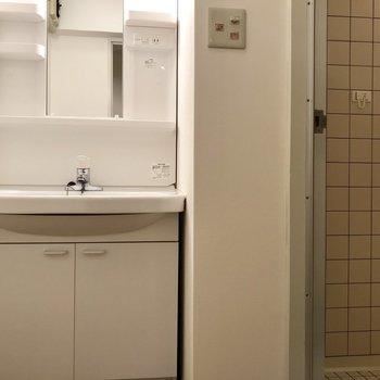 洗面台とお風呂は同じスペース。