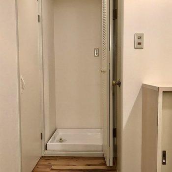 洗濯機を扉で隠せます。