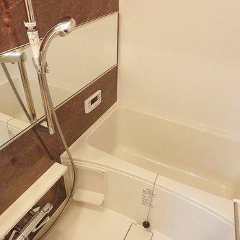 追炊き、浴室乾燥機付き。 ※写真は別部屋