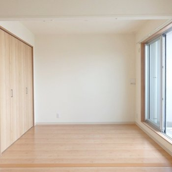 洋室はこれくらい。大きなベッドも置けそうですね。 ※写真は別部屋