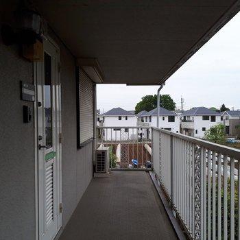 階段登って、左が202号室です!