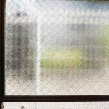バルコニーの眺望は、モザイクガラスです!