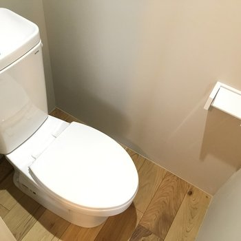 トイレはシンプルに ※同階反転タイプのお部屋・前回募集時のものです