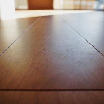 床の質感が良いんです ※同階反転タイプのお部屋・前回募集時のものです