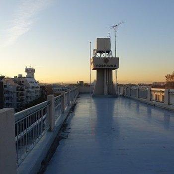 屋上に広がる空が素敵です。 ※前回募集時のものです