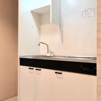 冷蔵庫スペースもしっかりあります。(※写真は2階の同間取り別部屋のものです)