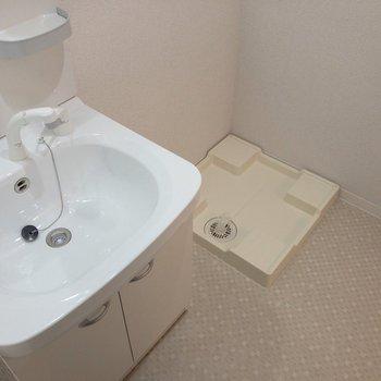 脱衣所として使える広さです。※写真は2階の同間取り別部屋のものです