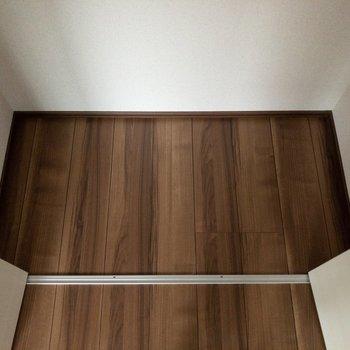 一人暮らしには充分な広さです。※写真は2階の反転間取り別部屋のものです