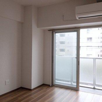 寝室として使いましょう。※写真は2階の反転間取り別部屋のものです