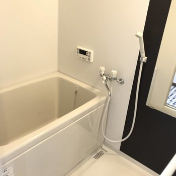 追焚付きのキレイな浴室です。