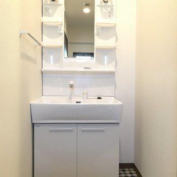 洗面は大きめサイズで使いやすく。