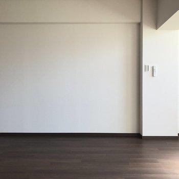 壁面沿いにたっぷり家具を置けますね。