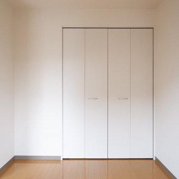 洋室はコンパクトに。