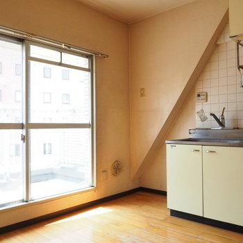 【写真は工事前】キッチンにも光が入ります
