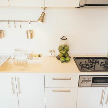 【写真はイメージ】3口コンロにグリルまでついたキッチン