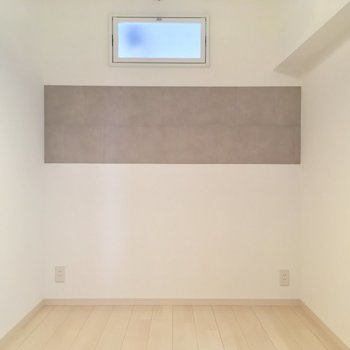 こちらはキッチン側の洋室です