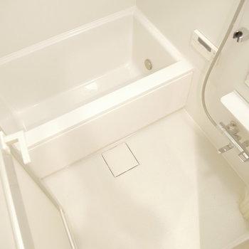 お風呂もピカピカ!※写真は同間取り別部屋のものです!