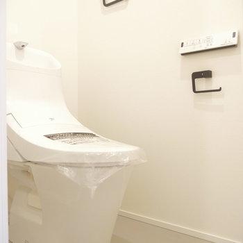トイレも清潔!goodな黒アクセント。※写真は同間取り別部屋のものです!