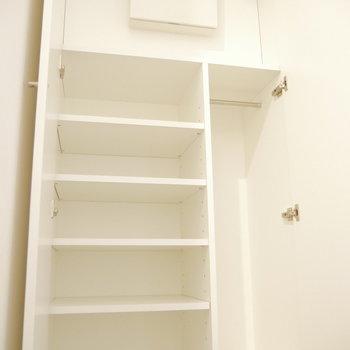 靴箱は天井まで!傘なんかも置けそうなスペースあります。※写真は同間取り別部屋のものです!