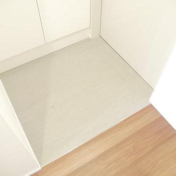 玄関はこちら。段差なし◎※写真は同間取り別部屋のものです!