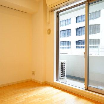 窓は大きくて明るいです♪ ※3階の似た間取り、前回募集時のものです
