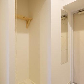 洗濯機置場はロールスクリーンで隠せますよ!