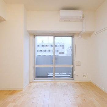 居室は優しく落ち着いた無垢床で統一