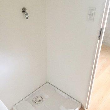 サニタリールーム、まずは洗濯機置き場。