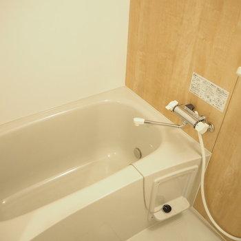 お風呂!落ち着く色合い。