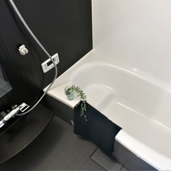 男性でもくつろげる大きな浴槽!