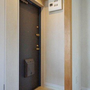 玄関は至ってシンプル。