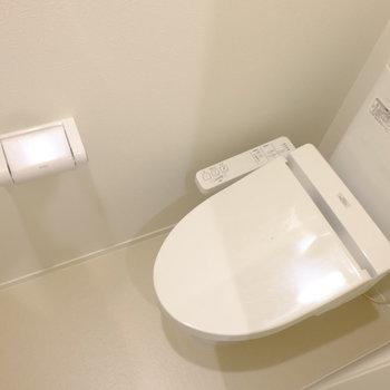 トイレもちゃんと個室ですよ
