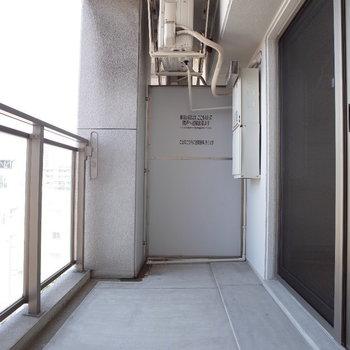 バルコニーも広い~※写真は6階の同間取り別部屋のものです