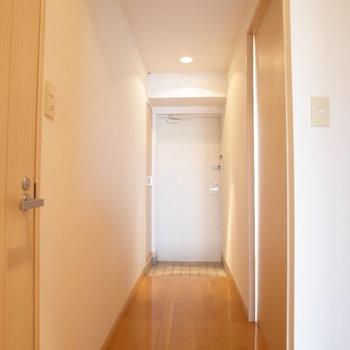長い廊下※写真は6階の同間取り別部屋のものです