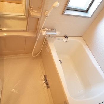 お風呂、広い!※写真は6階の同間取り別部屋のものです