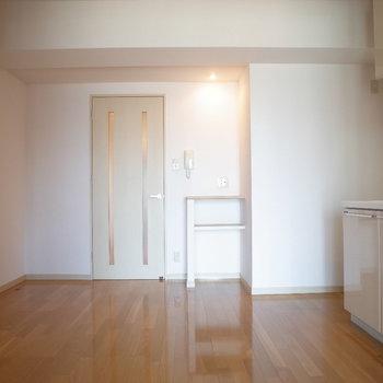 小さな棚がカワイイ※写真は6階の同間取り別部屋のものです