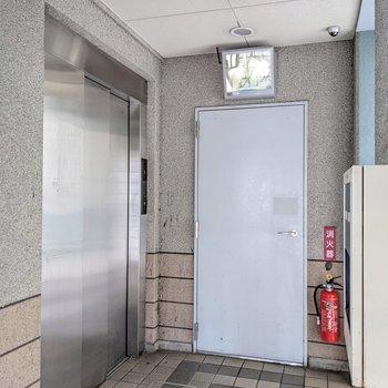 エレベータや防犯カメラもありますよ。