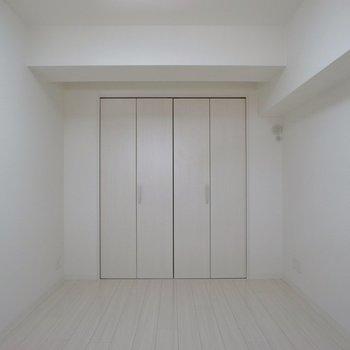 クローゼットの扉を開けると、、、