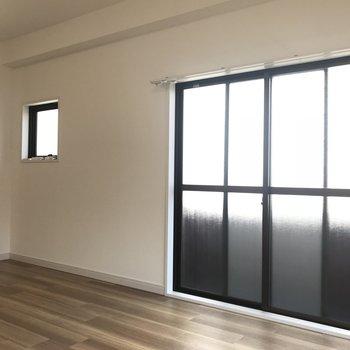 こちら側にも窓が