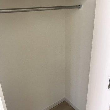 お部屋入ってすぐ右手にあります