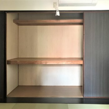和室は押入れ式の収納で。(写真は101号室)