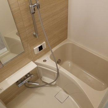追い焚き浴室乾燥付きです。※写真は同じ間取りの3階のお部屋のものです
