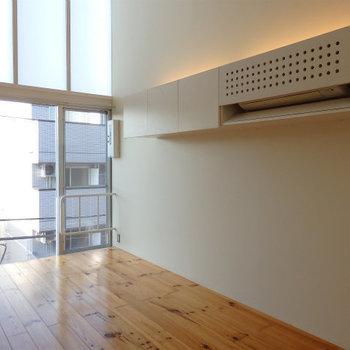 吊り棚が可愛いです※写真は似た間取りの5階のお部屋のものです