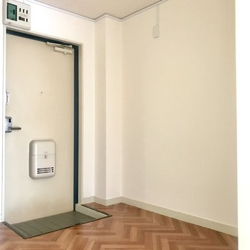 玄関前も広めなので棚を置けば靴もディスプレイできちゃう!
